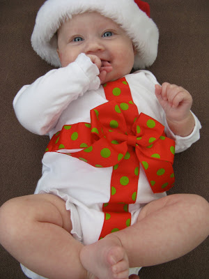 adorable DIY Christmas onesie for baby's first Christmas!