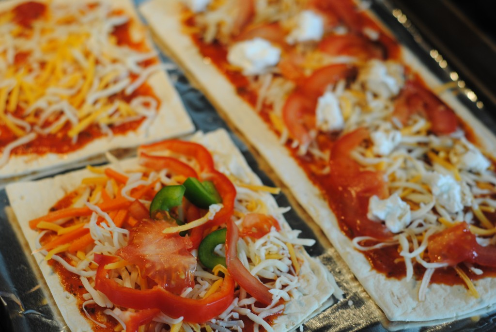 Flatout Flatbread Pizzas {quick family dinner + gourmet pizza topping ideas}