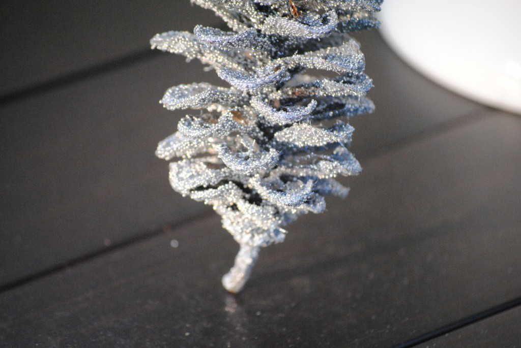 simple DIY glittered pinecones nature inspired holiday decor (pinecone crafts and ideas)