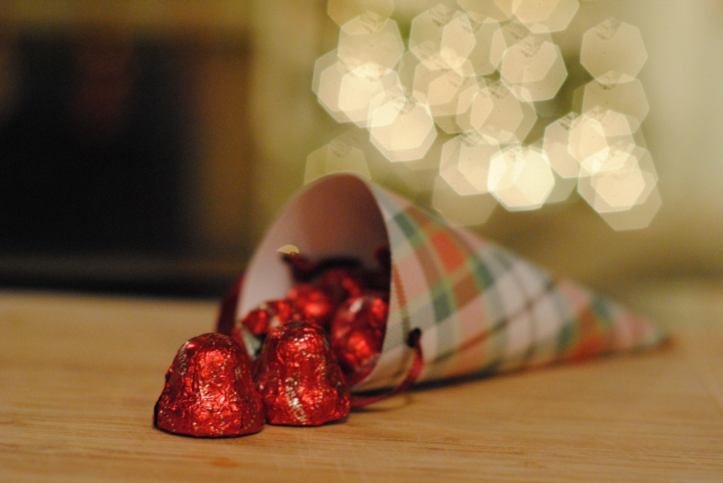 Christmas Craft: Paper Cones {Celebrate the Season with #HolidayCandy}