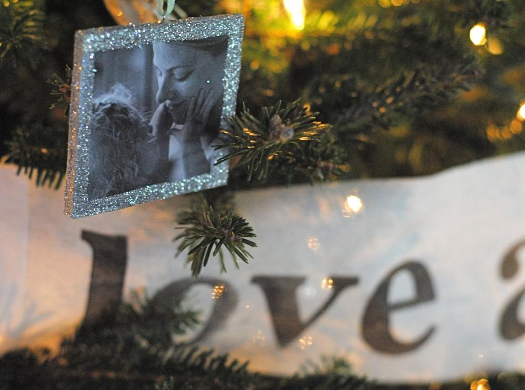 DIY handmade Christmas photo ornaments {handmade Christmas ornaments}