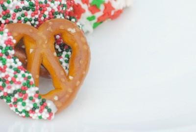 Chocolate Dipped Pretzel Recipe {DIY Holiday Gift}