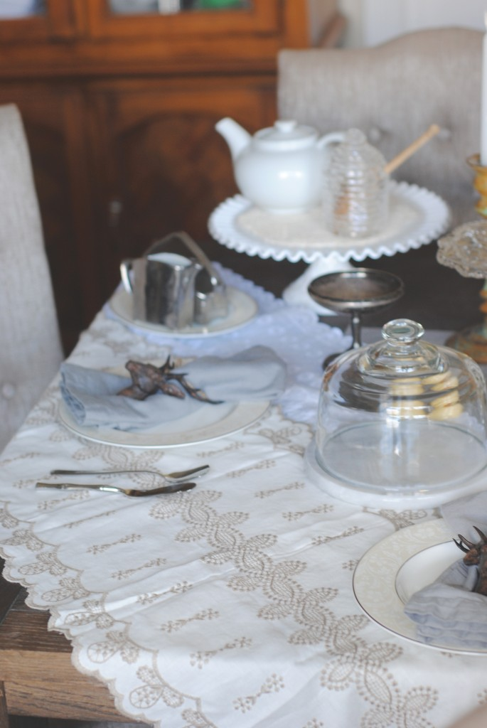 Downton Abbey Tablesetting {#seductivetables}