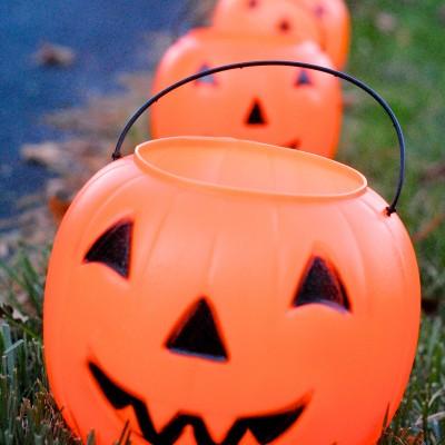 Easy DIY Glowing Pumpkin Lanterns {Day 28}