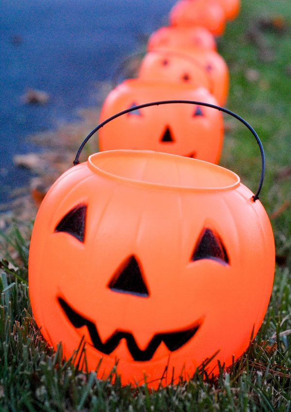 Easy DIY Glowing Pumpkin Lanterns {Day 28}