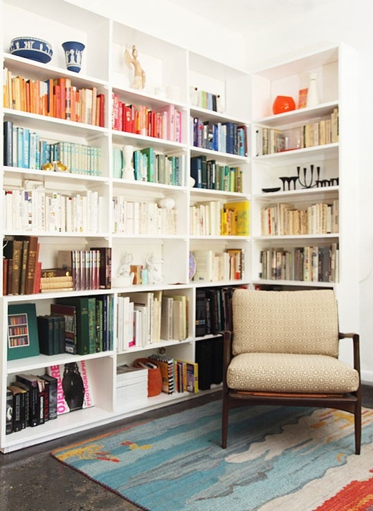 Organize Books by Color for a Quick {high-end} Look!