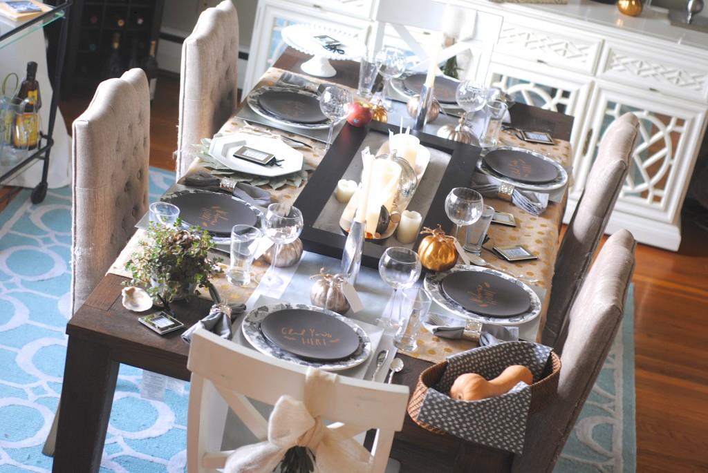 Modern Metallic Thanksgiving Tablescape Decor Ideas