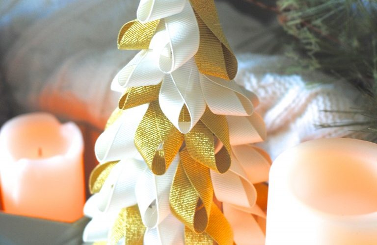 love this quick christmas craft-- an easy ribbon tree!