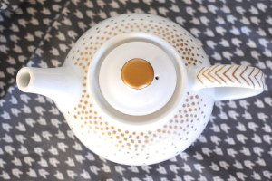 Holiday Crafts and Handmade Gifts Ideas: Gold Dotted Servingware