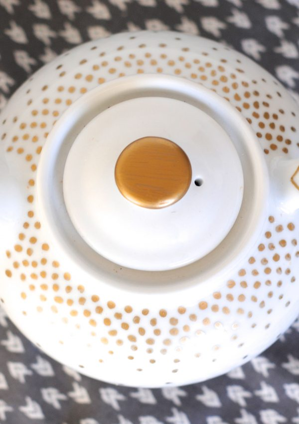 Christmas Decor Idea: Easy Gold Dotted Servingware