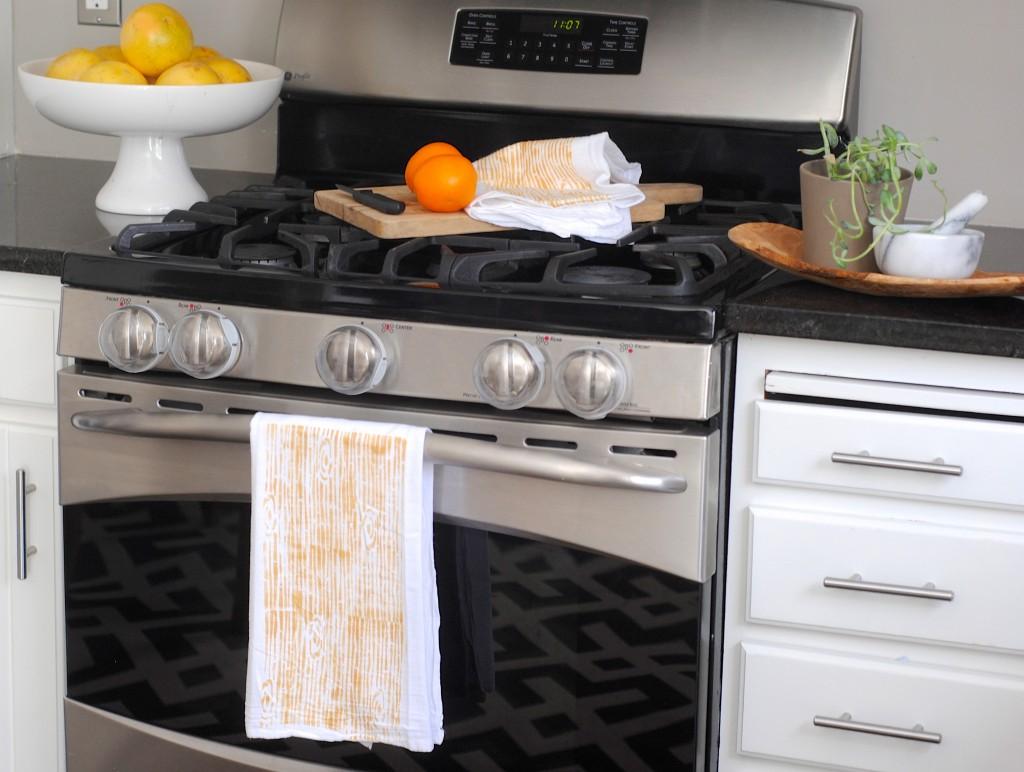 Stenciled woodgrain tea towels diy kitchen decor for Handmade kitchen decoration