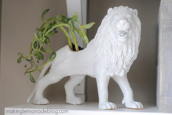 How to make an EASY and INEXPENSIVE faux ceramic animal planter! What a fun gift idea! #DIY #modern #planter via www.makinglemonadeblog.com