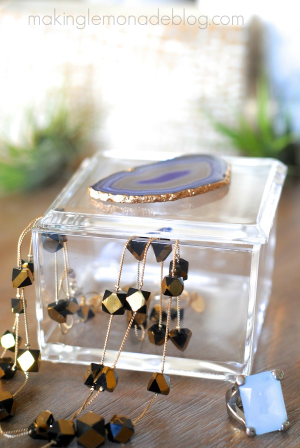 Necklace in an acrylic and agate jewelry box