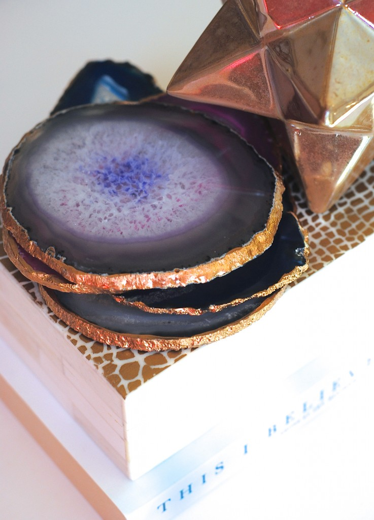 Don't spend a fortune, make these trendy gilded edge coasters yourself. Makes a great gift, too! EASY tutorial at www.makinglemonadeblog.com #agate #DIY #giftideas