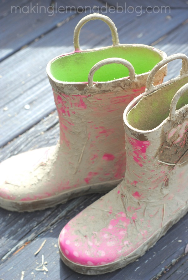 Why you should let your kids play in the mud (and other musings on letting go) via www.makinglemonadeblog.com #motherhood #kids #parenting