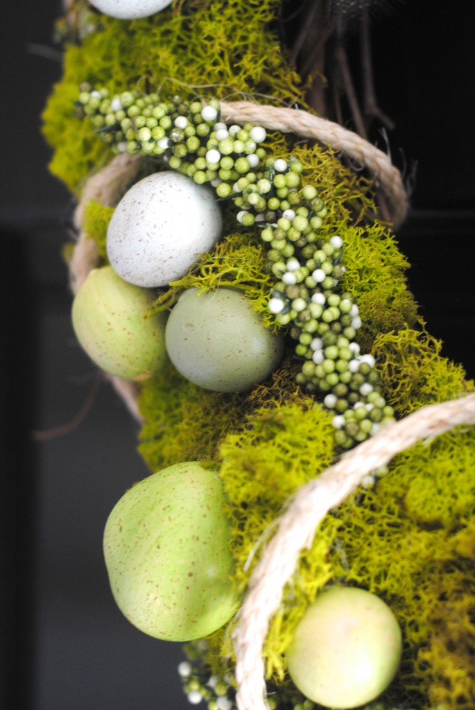 How to Make a Simple Spring Reindeer Moss Wreath via www.makinglemonadeblog.com #spring #wreath
