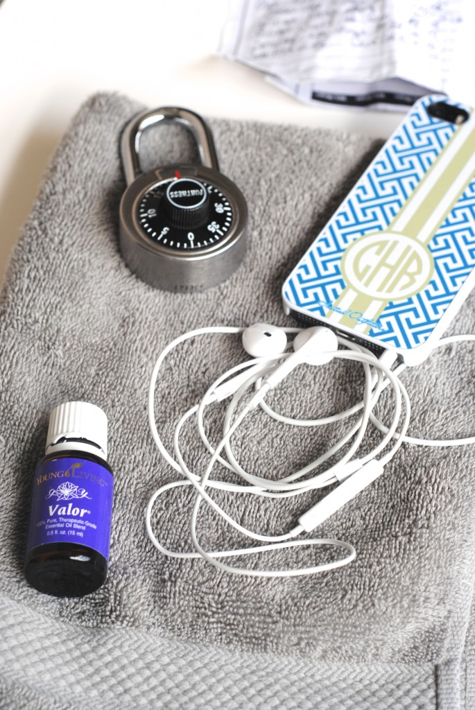 Must-haves for your gym bag-- what you need, what you don't, plus a great new product you'll love! #workout #gym www.makinglemonadeblog.com