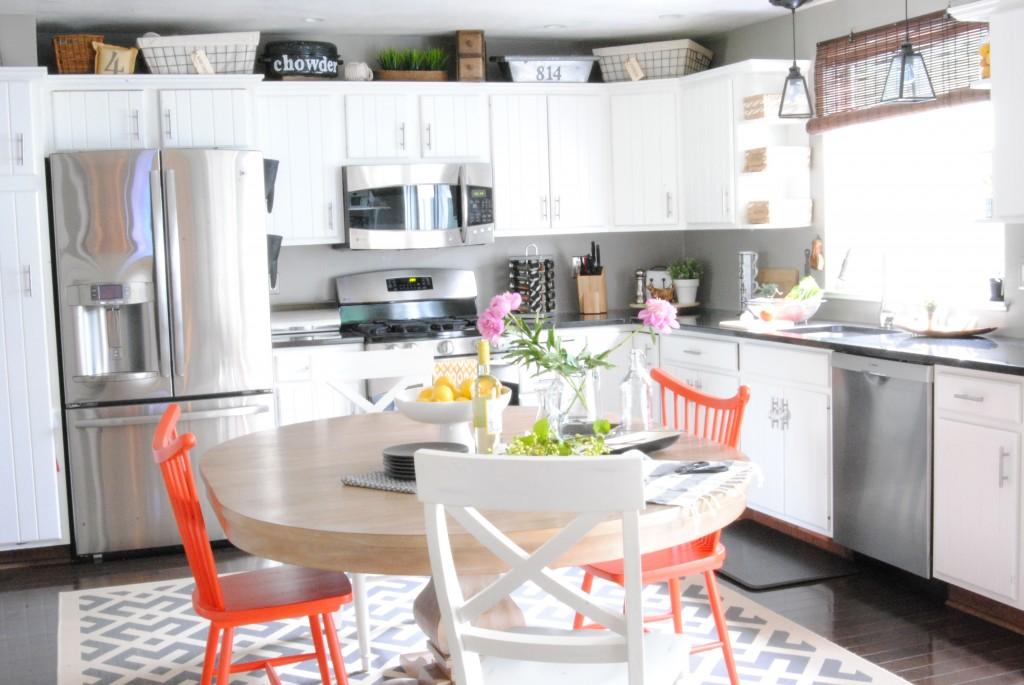 AMAZING budget-friendly kitchen renovation transformation! {Modern White Kitchen Remodel} #kitchens makinglemonadeblog.com