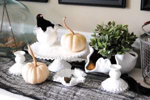 Halloween decor on a dime... i can't believe how easy it is to get a stylish look for just a few dollars using these tricks and ideas!