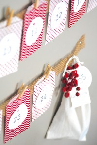 Easy Christmas Advent Calendar (great kids craft activity-- it's inexpensive, quick, and pretty-- what's not to love?!)
