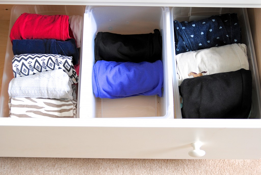 Great tips for organizing kids' clothes that I wish I knew sooner! Huge timesavers and they make staying organized a cinch!