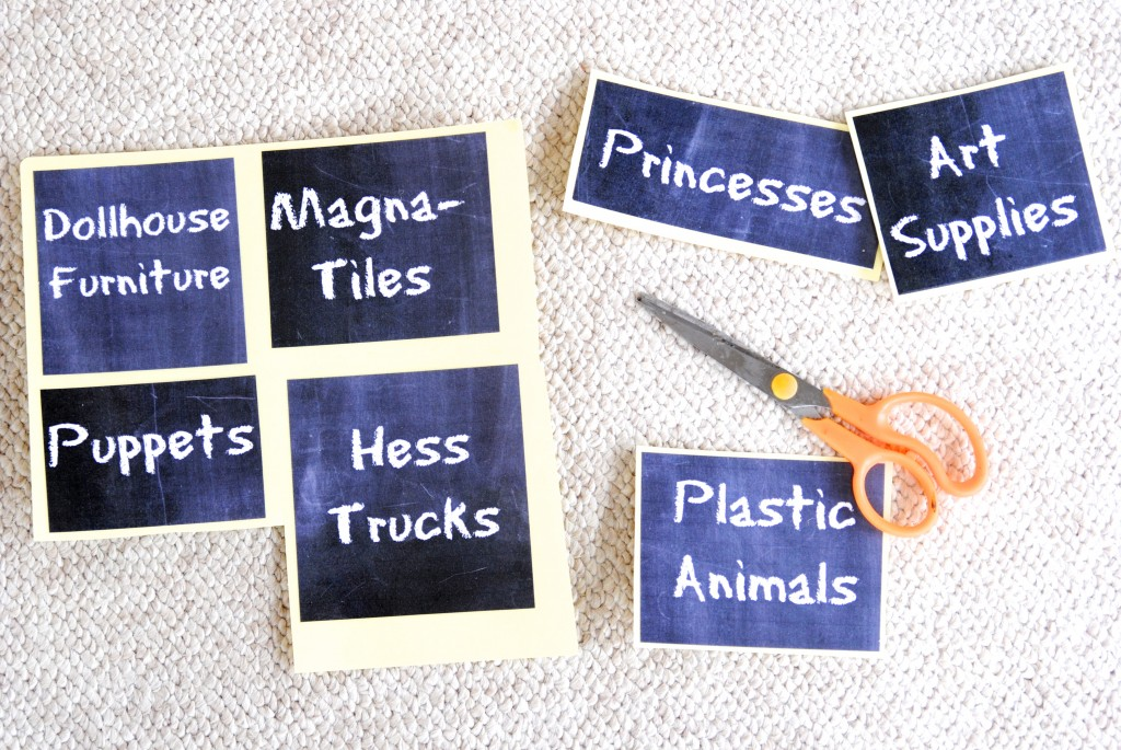 Free printable chalkboard labels that will have your toys organized in no time flat! Check out the 31 Day Organization Challenge for more great ideas!