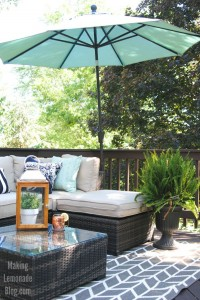 Check out the BEFORE and AFTER of this resort inspired DIY budget-friendly deck makeover-- outdoor living at it's finest!