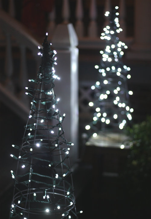 these gorgeous diy outdoor christmas lighting ideas are sure to bring joy over the holidays - Diy Lighted Outdoor Christmas Decorations