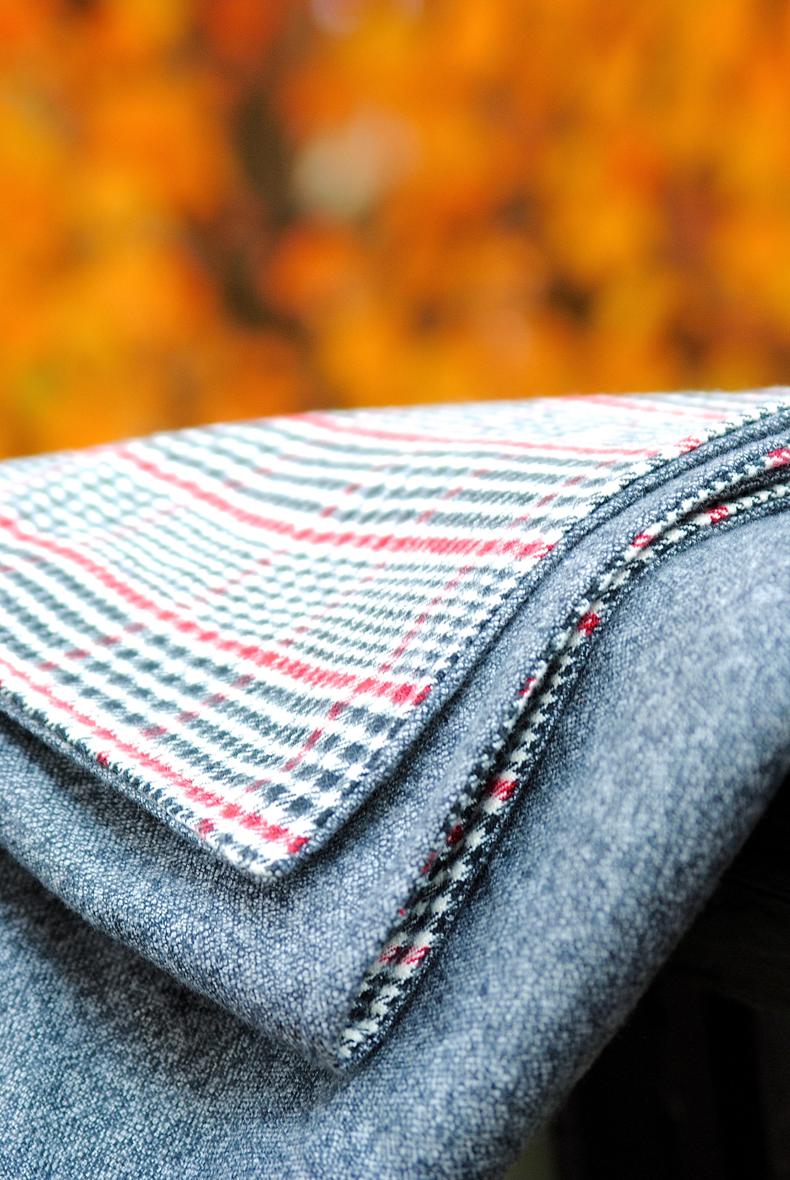 Great tutorial for how to make an EASY throw blanket and stay cozy all  winter long 86e1fec3f