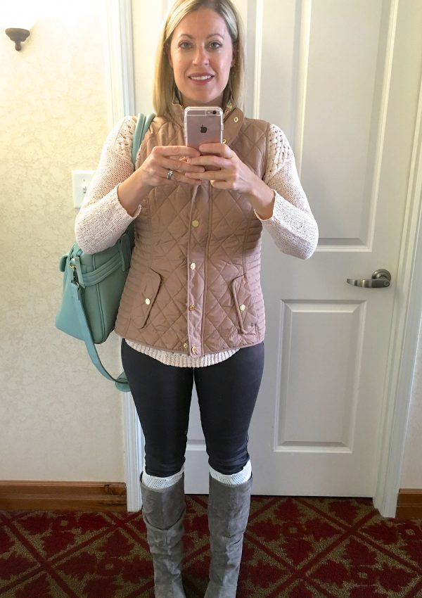 Casual and chic outfits for winter! Love that her daily mom style (fashion over 40) can be comfortable yet fun.
