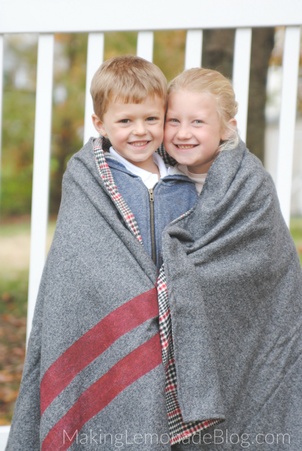 Great tutorial for how to make an EASY throw blanket and stay cozy all winter long! Love this-- would make great DIY gifts or stadium blankets for Game Day too!