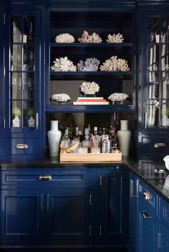 gorgeous design trends for 2016, this is one of my favorites- navy painted cabinets!