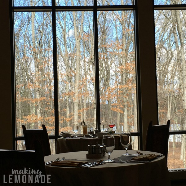 This resort looks perfect for a girlfriends getaway or romantic weekend away! The Lodge at Woodloch Resort and Spa Review