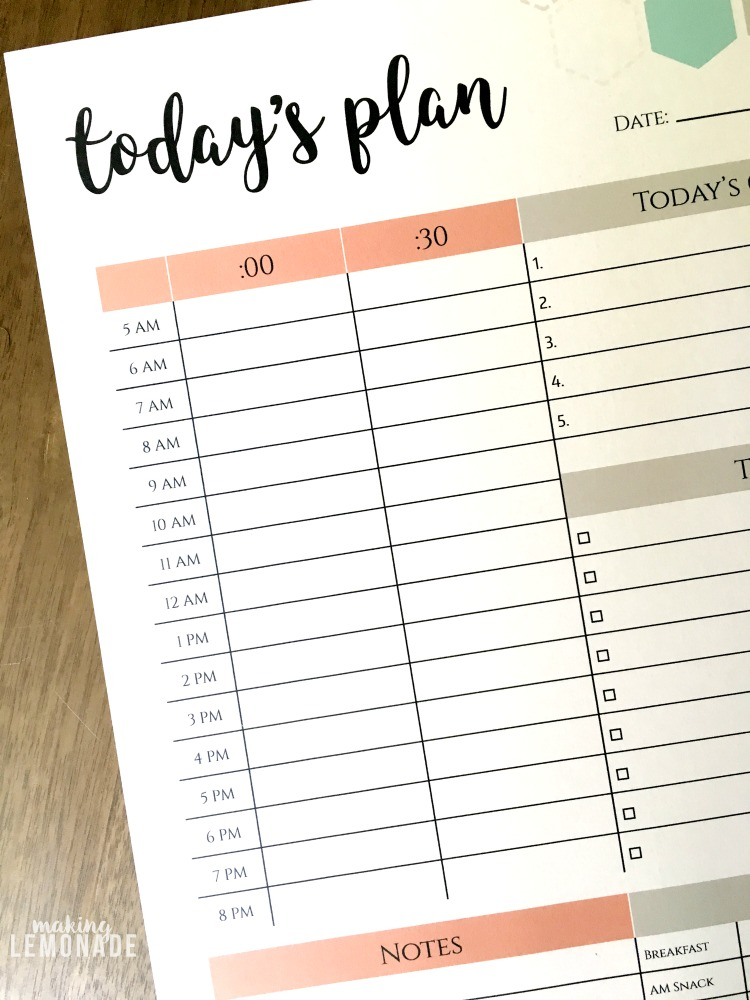 This free printable daily planner changes EVERYTHING. Finally a way to slay your goals and stay on task, with spaces for meal planning, a to-do list, daily goals, your schedule, and notes too!