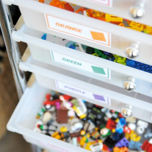WOW, tons of easy LEGO storage and organization ideas here! Especially love the free printable labels for the rolling LEGO organizer!