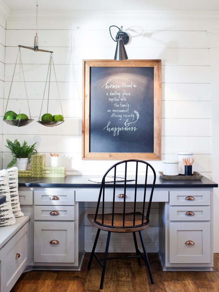Love this modern coastal farmhouse glam style! Like Joanna Gaines moved to the Hamptons!