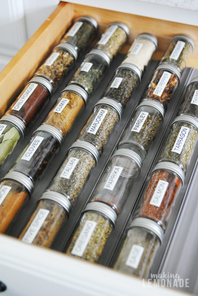 Clever solution for easily organizing herbs and spices, I love an organized kitchen!