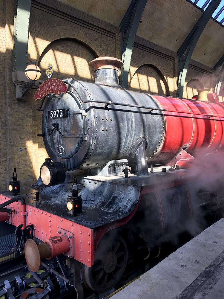 TONS of must-know tips and planning ideas for the BEST vacation to Universal Studios Florida and the Wizarding World of Harry Potter!