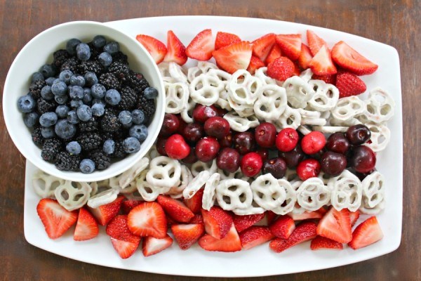 patriotic fruit platter from Homespun Hydrangea