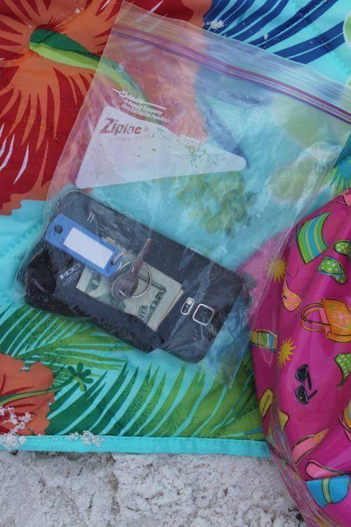 store electronics in a ziploc bag