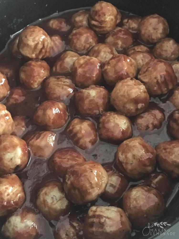 grape jelly meatball sauce in slowcooker