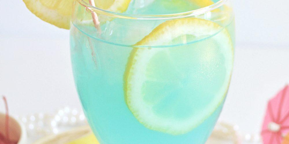Tipsy Mermaid Cocktail Recipe (spiked lemonade with rum)