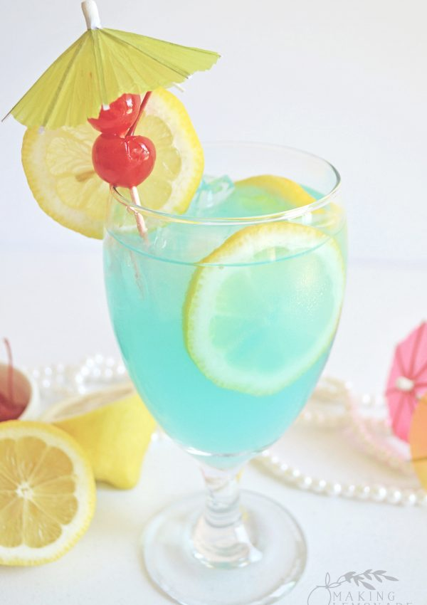 Tipsy Mermaid Cocktail Recipe (spiked lemonade with rum)
