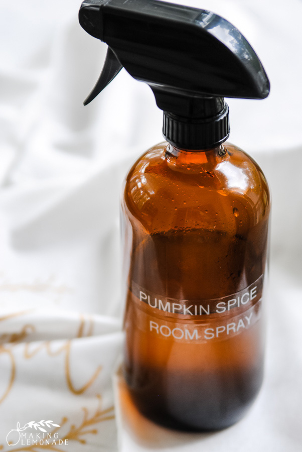this DIY Pumpkin Spice Room Spray made with essential oils will make your home cozy and ready for fall! #fall #essentialoils #pumpkinspice