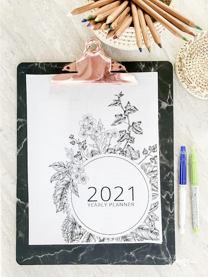 2021 planner on clipboard