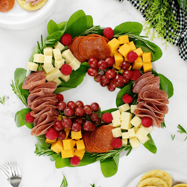 Christmas charcuterie wreath with crackers